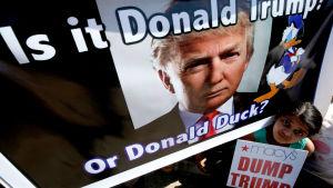 Protest mot Donald Trump i Indien i december