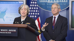 Doktor Anne Schuchat  och Anthony Fauci vid USA:s smittskyddsinstitut CDC.
