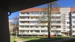 Bostadshus i Rigas utkanter, sedd från ett hem för flickor med beteendestörningar
