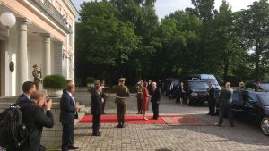 Estlands president Kersti Kaljulaid och USA:s vicepresident Mike Pence.