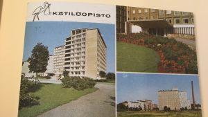 Ett vykort med en bild av Barnsmorskeinstitutet i Helsingfors.