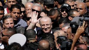 Den palestinska premiärministern Rami Hamdallah försäkrar att han vill tackla det ekonomiska armodet i Gazas