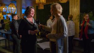 Haastattelutilanteessa, kiertotalousasiantuntija, Merja Rehn.