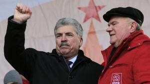 Pavel Grudinin är ryska kommunistpartiets presidentkandidat. Här är han tillsammans med partiordföranden Gennadij Ziuganov som finns till höger på bilden.