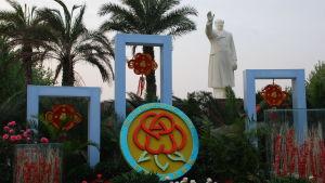 Fortfarande kan man se spår av personkulten kring Mao Zedong. Den här statyn pryder Folkets torg i landskapet Hebeis huvudstad Shijiazhuang.