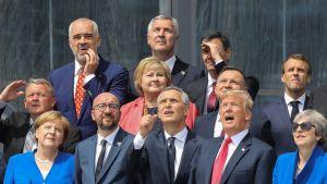 Nato-ländernas ledare fotograferades inför öppningsceremonin vid Nato-mötet i Bryssel på tisdagen 11.7.