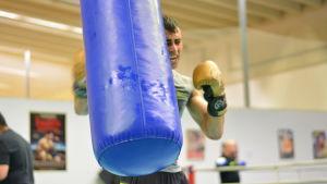 Makwan Amirkhani på boxningsträning i Åbo våren 2019.