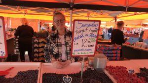 Ida Hovi jobbar som torgförsäljare för sjätte sommaren.