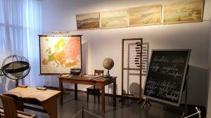 Ett klassrum som det såg ut på folkskolans tid.