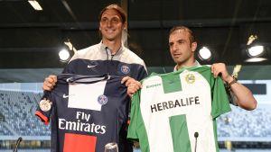 Zlatan Ibrahimovic och Kennedy Bakircioglu poserar.