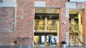En del av biblioteket ska flytta till det här öppna utrymmet.