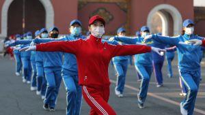 Invånare dansar i en park i Shenyang  i provinsen Liaoning, nordöstra Kina 6.4.2020