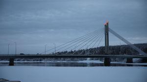 Jätkänkynttilän silta Rovaniemellä talvella