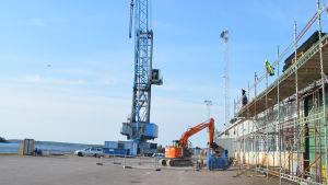 Hamnkranen vid Ssab anvönds inte mer då Port Act avslutade verksamheten.