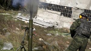 Strider vid Donetsk flygfält på sommaren.