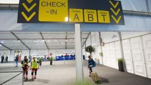 Flygplatsen i Bryssel öppnade igen efter terrorattackerna den 22 mars.