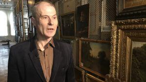 Sergej Ovsiannikov, biträdande direktör för konstmuseet i den ryska staden Rybinsk, där en försvunnen tavla av Albert Edelfelt hittats.