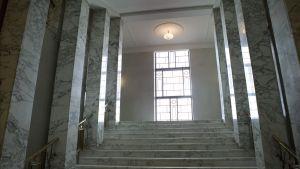Riksdagshusets nyrenoverade marmortrappor.