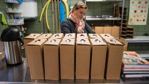 Bag in box förpackningar med äppelmust.
