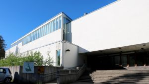 Gymnasiet Lärkans huvudbyggnad.