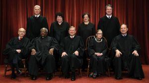 Brett Kavanaugh står längst till höger på Högsta domstolens nyaste officiella gruppfoto.