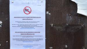 Varningsskylt för tarmbakterier i badvattnet.