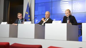 EU-kommissionärerna Julian King, Dimitris Avramopoulos  och Maria Ohisalo under EU:s inrikesministermöte i Luxemburg 8.10.2019