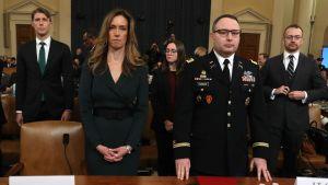 Jennifer Williams och Alexander Vindman inför Representanthusets underrättelseutskott