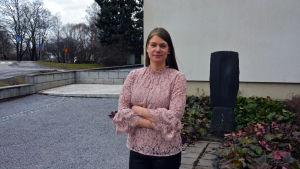 Filosofie Magister Anne-Maj Åberg utanför Åbo Handelshögskola