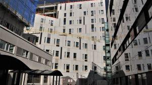 Bygget av det nya H-huset på Vasa centralsjukhus framskrider som planerat..