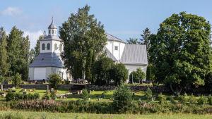 Kyrkan i Mörskom.