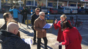 Jyväskyläläiset paikallisekspertit pohtimassa Asema-aukion tulevaisuutta.