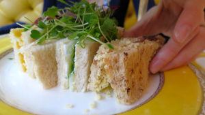 Teeleipiä lautasella