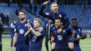 Malmö FF-spelarna i segerglädje.