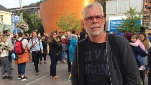 Curt Richter deltog i minnesstunden på Narinken som ordnades för att hedra offren i Åbo.