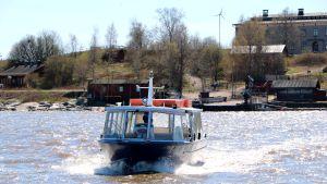 Förbindelsebåten mellan Brunnsparken, Stora Räntan och Långören.