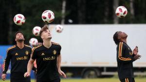 Belgiens högerback Thomas Meunier är avstängd i semifinalen.