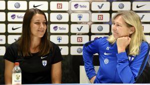 Minna Meriluoto och Anna Signeul.