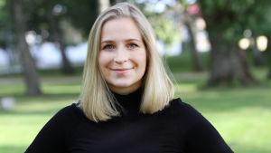 En kvinna med blont långt hår som heter Anita Westerholm.
