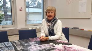 Porträtt av Nina Hansén, biträdande rektor på Karleby svenska gymnasium.