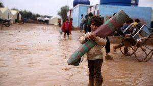 Barn i ett läger i Aleppo, Syrien 6.12.2018.