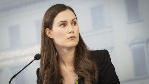 Sanna Marin på regeringens presskonferens.