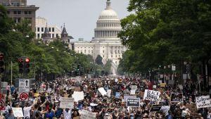 Demonstranterna i Washington tågade längs Pennsylvania Avenue på lördagen.