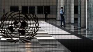 En tom ingång till FN:s generalförsamling.