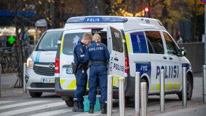Poliisi operaatio Helsingin keskustassa.