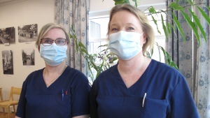 Två kvinnliga närvårdare.