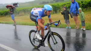 Ramunas Navurdauskas cyklar mot etappseger.