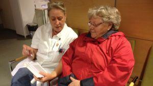 Sköterska informerar om sjukdomen KOL