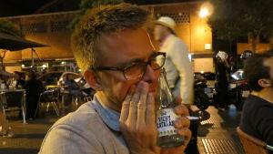 Mies halaa vichy catalan -pulloa