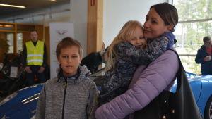 Hedda, Adrian och Linnea Berglund tyckte att Toroidionbilen var tuff.